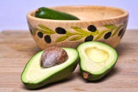 avocado 2133723 1280 Multivitamins and minerals (MVMs) Supplements